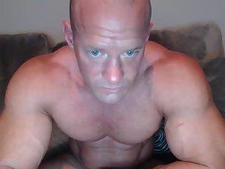 Mature bodybuilder jerking off
