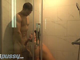 JockPussy Gabriel Clark gets pussy pounded in shower by big dick