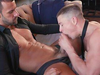 Amatuer rides till orgasm